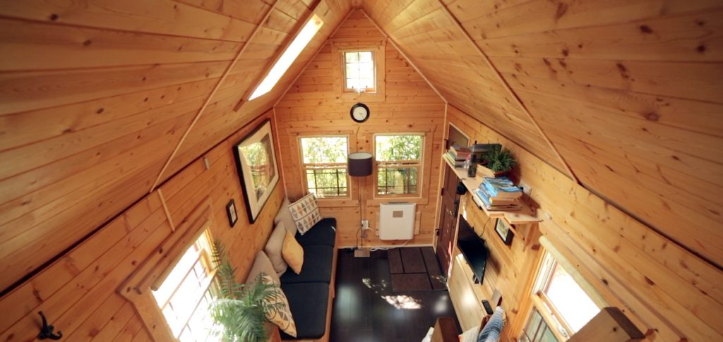 interior-tiny-tack-house-1024x485